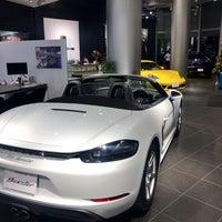 12/14/2017 tarihinde jaysonkayziyaretçi tarafından Porsche Center Ginza / ポルシェセンター銀座'de çekilen fotoğraf