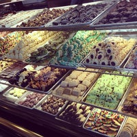 Снимок сделан в Freed's Bakery пользователем Jazmine S. 6/17/2013