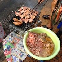 Photo taken at Cơm Sườn Hồng Tài by 5 B. on 12/15/2012