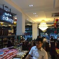Photo taken at Nguyễn Sơn Bakery by 5 B. on 9/22/2015