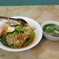 Photo taken at Mì Vằn Thắn Đinh Liệt by 5 B. on 8/17/2013