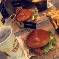 Das Foto wurde bei McDonald's von Robbie W. am 1/6/2018 aufgenommen