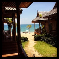 Photo taken at Baan Pakgasri Hideaway Bungallows by Au S. on 4/7/2014