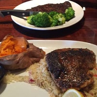 Photo taken at LongHorn Steakhouse by Iam M. on 2/2/2016
