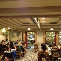 Das Foto wurde bei Wailana Coffee House von Hawaii J. am 4/28/2013 aufgenommen