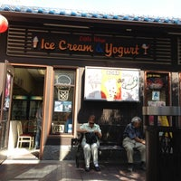 Photo taken at Little Tokyo Ice Cream & Frozen Yogurt by Roxanne R. on 10/7/2012