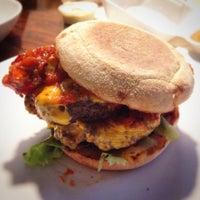 Das Foto wurde bei Dulf's Burger von Lasse L. am 7/13/2014 aufgenommen