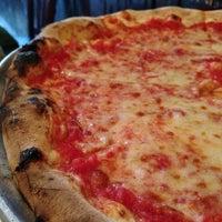Foto scattata a Patsy's Pizza - East Harlem da David Y. il 12/1/2012