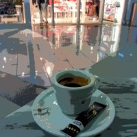 Photo taken at Jamaica Coffee Shop by Hidalgo2011 on 1/26/2013