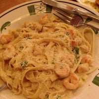 Photo taken at Olive Garden by Ty M. on 7/5/2013