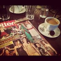 12/8/2012 tarihinde Bulut Ö.ziyaretçi tarafından Café des Cafés'de çekilen fotoğraf