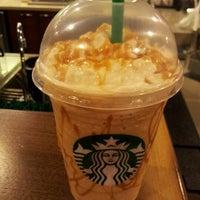 Foto tomada en Starbucks por Paula A. el 9/25/2012