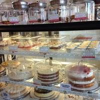 4/12/2014 tarihinde Caroline A.ziyaretçi tarafından The CakeRoom'de çekilen fotoğraf