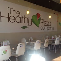 Photo taken at The Healthy Pizza Company by Malo M. on 8/17/2014
