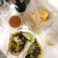 Das Foto wurde bei Los Tacos No. 1 von Annie P. am 9/8/2018 aufgenommen
