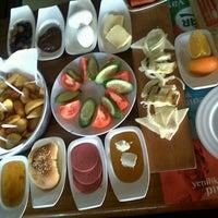 1/13/2013 tarihinde Cemile 🎭♻♊ K.ziyaretçi tarafından Hangover Cafe & Bar'de çekilen fotoğraf