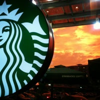 Photo taken at Starbucks by Mohamad Al S. on 4/16/2013