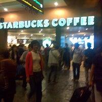 Photo taken at Starbucks by Izah A. on 4/21/2013