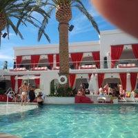 Foto scattata a Drai's Beach Club • Nightclub da John E A. il 6/2/2014
