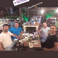 Das Foto wurde bei Yiğit Kasap Et & Mangal von ÇeTo Ç. am 7/27/2018 aufgenommen