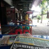 Photo taken at ร้านอาหารตามสั่ง ข้าวขาหมู ก๋วยเตี๋ยวหมู by Wutthaphan A. on 9/16/2013