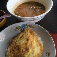 Photo taken at ร้านอาหารตามสั่ง ข้าวขาหมู ก๋วยเตี๋ยวหมู by Wutthaphan A. on 6/17/2014