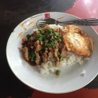 Photo taken at ร้านอาหารตามสั่ง ข้าวขาหมู ก๋วยเตี๋ยวหมู by Wutthaphan A. on 6/11/2014