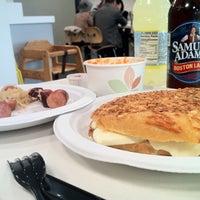 Das Foto wurde bei MFA Garden Cafeteria von Arti S. am 5/2/2013 aufgenommen
