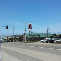 Photo taken at Doggie Diner Head by Emilie C. on 5/3/2014