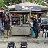 Photo taken at Downtown Underground Enterprise(downtown kebab,burger n oblong) by Alan D. on 7/14/2016