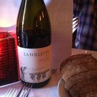 Photo prise au K Restaurant and Wine Bar par Kat M. le5/18/2013