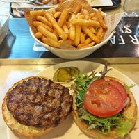 Photo taken at Charlie & Co. Burgers by Suryo H. on 12/17/2014