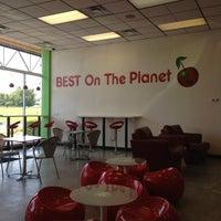 Foto diambil di CherryBerry Yogurt Bar oleh Sam D. pada 6/14/2013