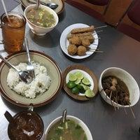 Photo taken at Soto Ayam & Ayam Goreng Bangkong by Harninta C. on 10/15/2016