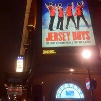 10/19/2012 tarihinde mm d.ziyaretçi tarafından Prince Edward Theatre'de çekilen fotoğraf