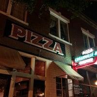Das Foto wurde bei Greenville Avenue Pizza Company von Caleb M. am 5/30/2014 aufgenommen
