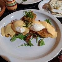 Foto scattata a Sassafras American Eatery da Adam P. il 11/5/2017