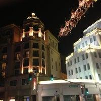 Das Foto wurde bei Streets of Beverly Hills von Alexander B. am 12/30/2012 aufgenommen