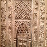 11/2/2013 tarihinde Maggie C.ziyaretçi tarafından Islamic Wing'de çekilen fotoğraf