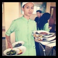 Photo taken at RM. Padang Gumarang Bitung by Ros J. on 9/27/2012