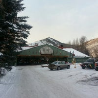 Photo taken at Evergreen Lodge at Vail by Frank K. on 12/12/2012