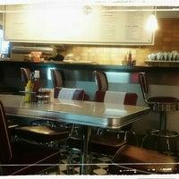 Das Foto wurde bei Jones - K's Original American Diner von Vesselina Vava L. am 4/20/2015 aufgenommen