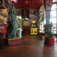 Photo taken at Red Robin Gourmet Burgers and Brews by Felipe Mafra on 1/8/2013