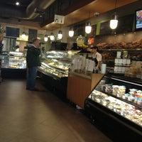 6/8/2013 tarihinde Kathleen H.ziyaretçi tarafından Brooklyn Bagel & Coffee Co.'de çekilen fotoğraf