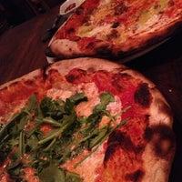 Foto tirada no(a) Razza Pizza Artiginale por Maria A. em 7/12/2013