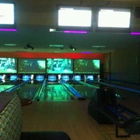 Photo taken at Bowlmor Atlanta by Lee C. on 9/22/2012