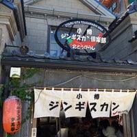 Photo taken at 小樽ジンギスカン倶楽部 北とうがらし by ハタケ on 8/11/2016