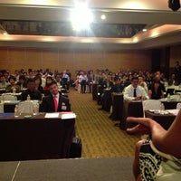 Photo taken at Amara Singapore Hotel by Pawoot (Pom) P. on 3/13/2013
