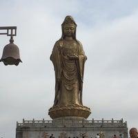 Photo taken at 南海观音 Nanhai Avalokitesvara Bodhisattva by Jenny C. on 6/9/2016