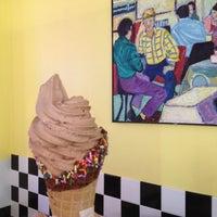 Foto tomada en Larry's Homemade Ice Cream por Brian R. el 4/19/2013
